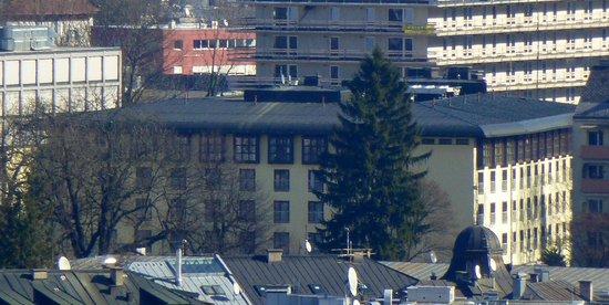 Mercure Salzburg Central: Hotel vom Mönchsberg aus gesehen