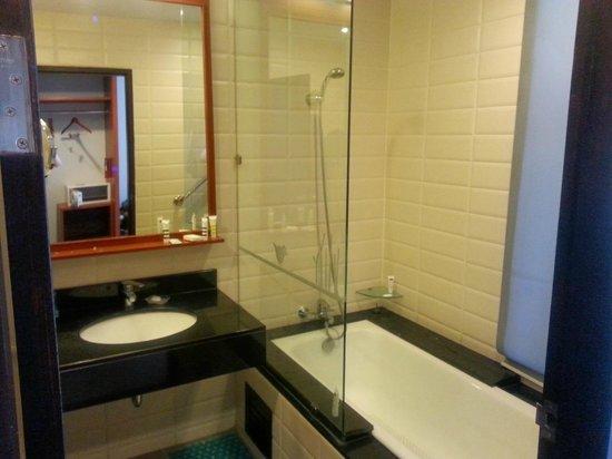 Deevana Plaza Krabi Aonang: Banheiro