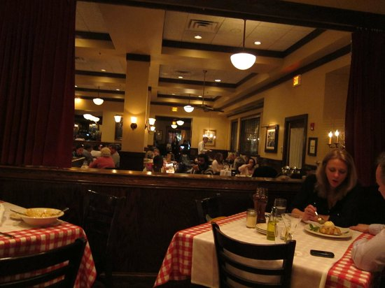 Maggiano's Little Italy : dining room