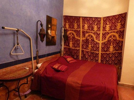 Riad Tarzout : Chambre typique et très adaptée (spacieuse)