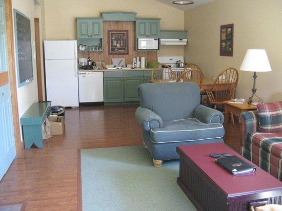 Rodd Brudenell River Resort : living, dining room, and kitchen