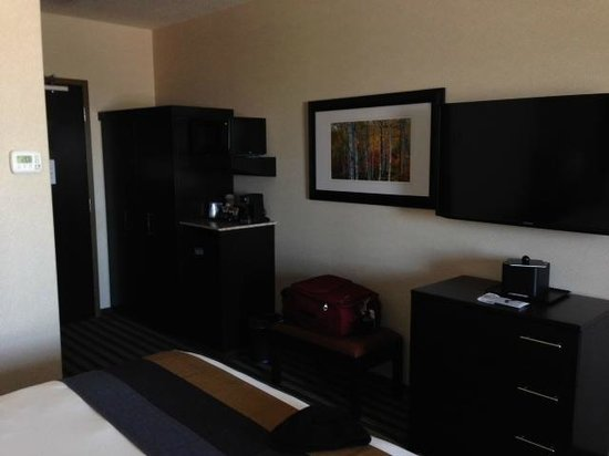 Best Western Plus Sherwood Park Inn & Suites : Room