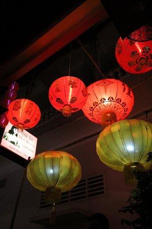 Miss Wong Cocktail Bar: Suivez les lanternes