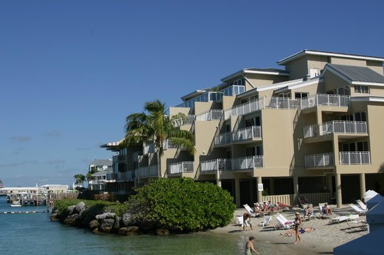 Pier House Resort & Spa: Hotel from the water.