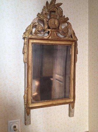 Relais Bourgondisch Cruyce - Luxe Worldwide Hotel: old mirror