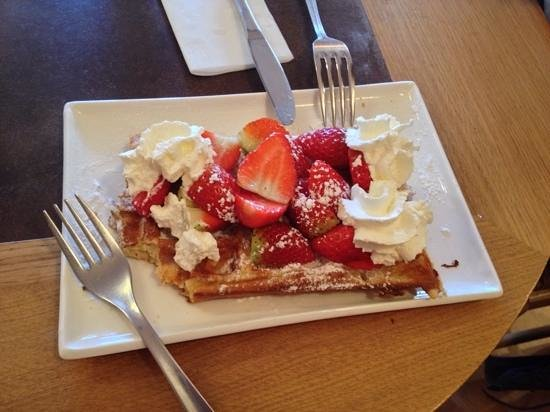 Relais Bourgondisch Cruyce - Luxe Worldwide Hotel: waffles from nearby cafe (soooo yum)