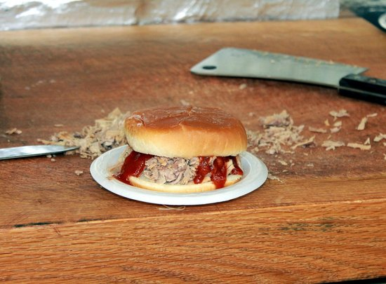 Hickory Hut: Barbecue sandwich