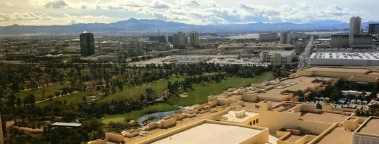 Encore At Wynn  Las Vegas : View of the golf course from our suite