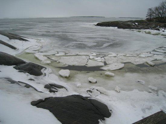 Forteresse de Suomenlinna : A little icy cove