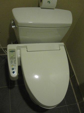 Miyako Hybrid Hotel: toilet