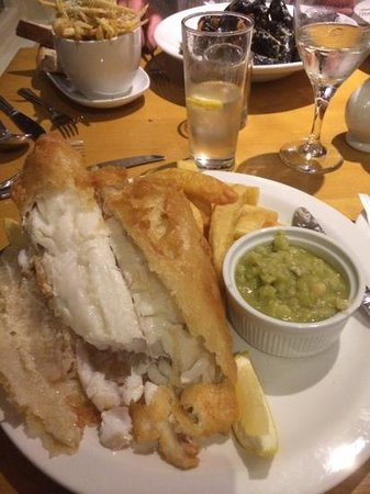 Shard Riverside Hotel: fish and chips! good tasty fish - not oily or over battered.