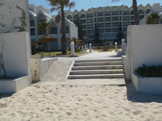 Amir Palace: right on the white sand beach!