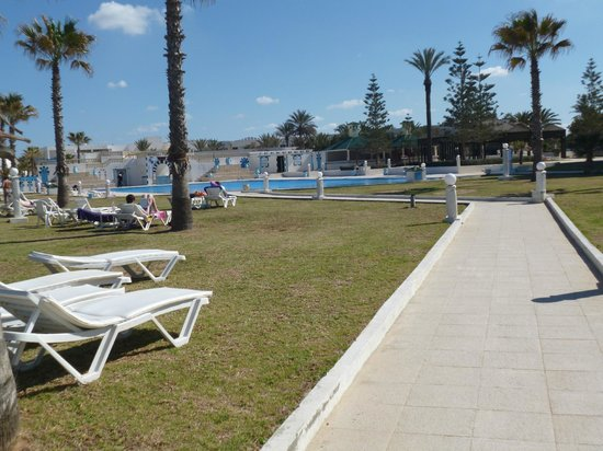 Amir Palace: around the pool, by the beach - very well kept