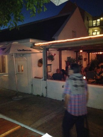 Burgundy Restaurant: Outdoor seating