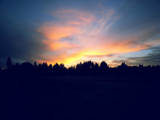 DiamondStone Guest Lodges : Open meadow gifts beautiful sunsets