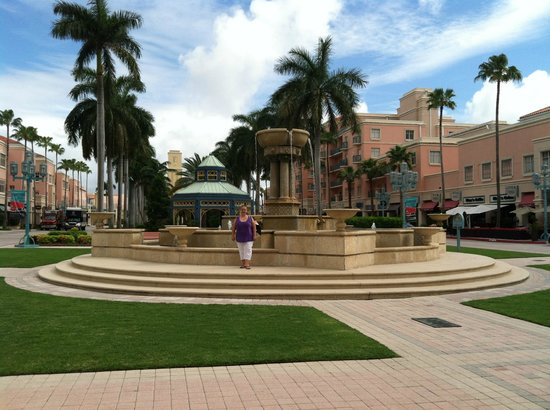 Mizner Park: Center of Mizer Park