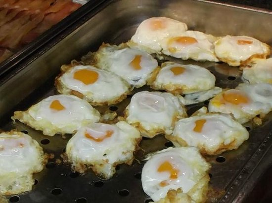 Hotel Madeira Centro: Not of this earth-jokingly referred to as fried eggs