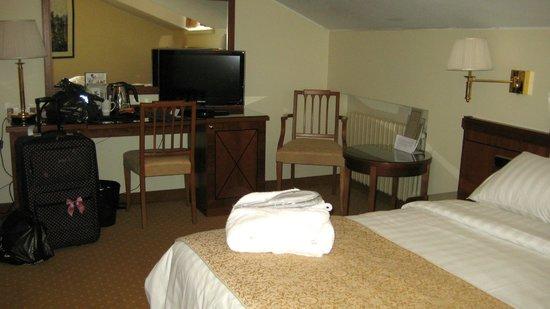 My City Hotel Tallinn: Superior room+flatscreen TV and writing desk