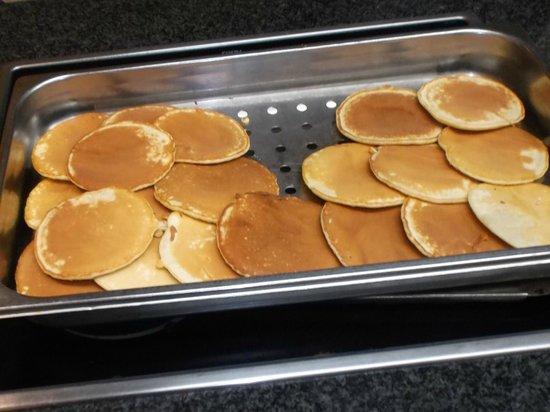 Hotel Madeira Centro: Frisbee's posing as pancakes, be afraid, be very afraid!