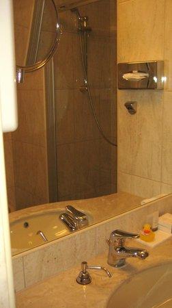 My City Hotel Tallinn: Bathroom
