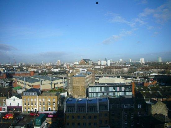 DoubleTree by Hilton London Greenwich: Upper-floor view