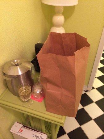 Hotel Indigo Miami Lakes: Room service in a bag