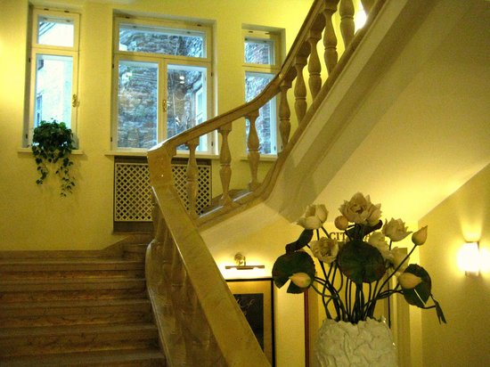 My City Hotel Tallinn: Stairway view from the lobby