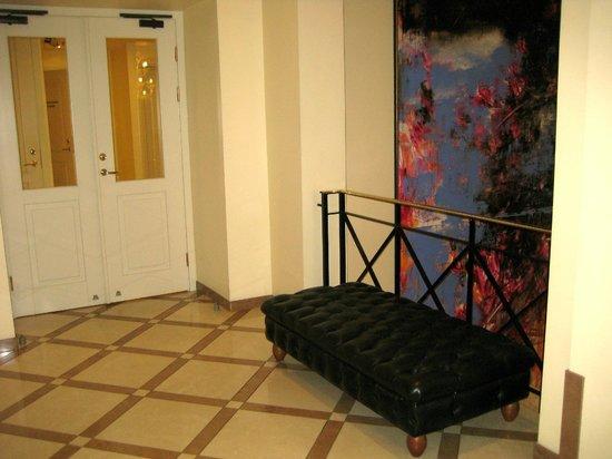 My City Hotel Tallinn: Lobby area near the elevator
