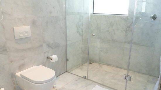 MannaBay: Shower - Persian room