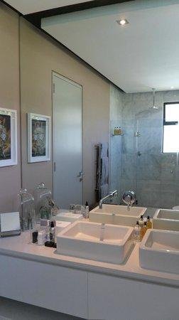 MannaBay: Bathroom - Persian room