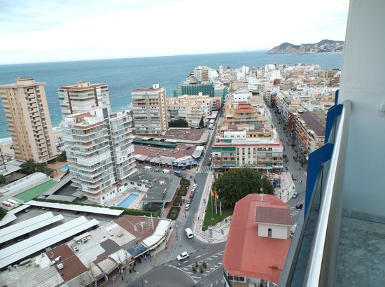 Hotel Madeira Centro: view from room 17th floor balcony room number 12
