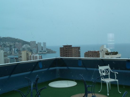 Hotel Madeira Centro: 20th floor bar area and view