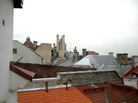 My City Hotel Tallinn: View to the backyard from 5th floor corridor window