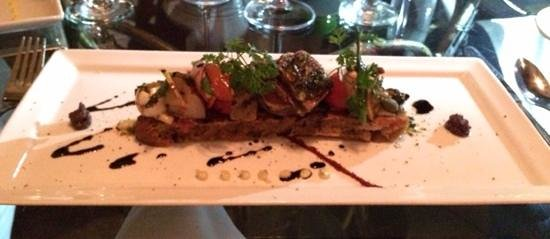 11 Maple Street: Crostini of tuna