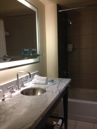 W Chicago - City Center: Bathroom
