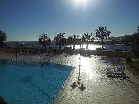 Marina Hotel Corinthia Beach Resort: piscina esterna