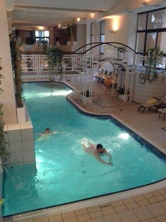 Marina Hotel Corinthia Beach Resort: piscina interna
