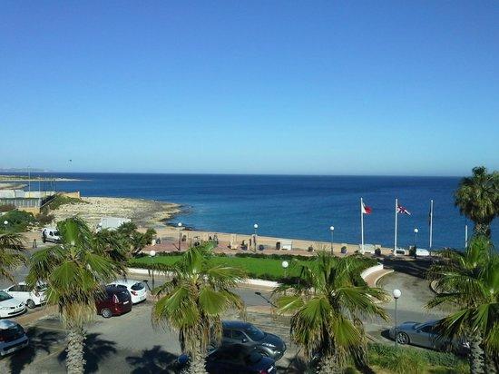 Marina Hotel Corinthia Beach Resort: mare