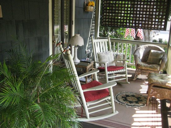 Thomas Webster House : Cool and Relaxing Front Porch