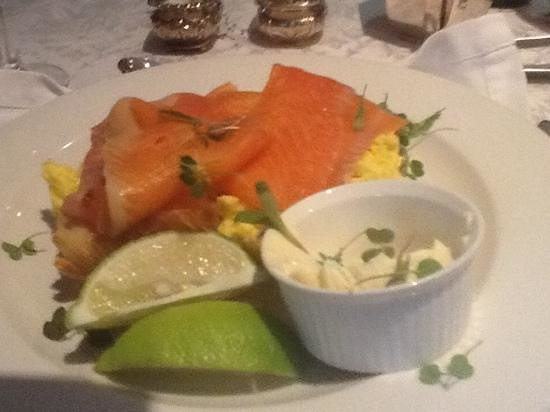 The Residence Boutique Hotel : smoked salmon with scrambled eggs on croissant