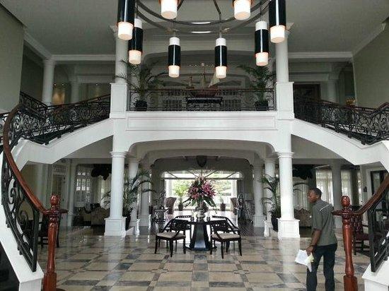 Hemingways Nairobi: Lobbyn