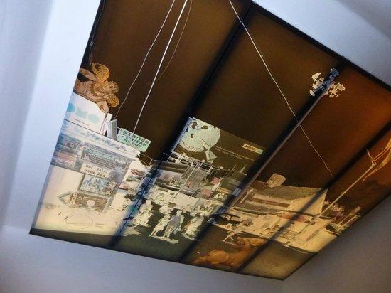 Tanjore Hi Hotel: Ceiling of room