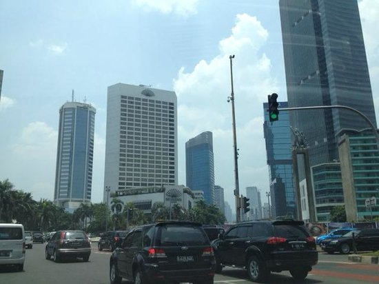 Mandarin Oriental, Jakarta : View of the hotel from across the street