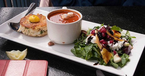 Creekside American Bistro: Tasty crab cake and plum tomato soup