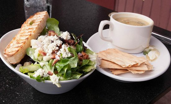 Creekside American Bistro: Goat cheese salad and soup
