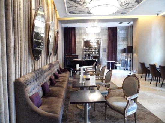 The Waldorf Hilton London : lobby