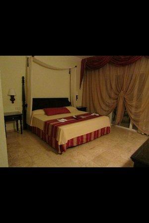 Grand Palladium Jamaica Resort & Spa: Bedroom of junior suite