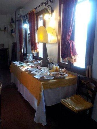 Hotel Due Colonne : il banchetto della colazione