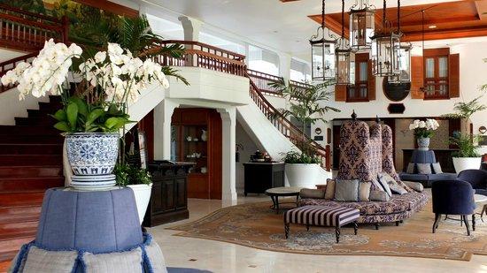 Centara Grand Beach Resort & Villas Hua Hin: Interior of the lobby