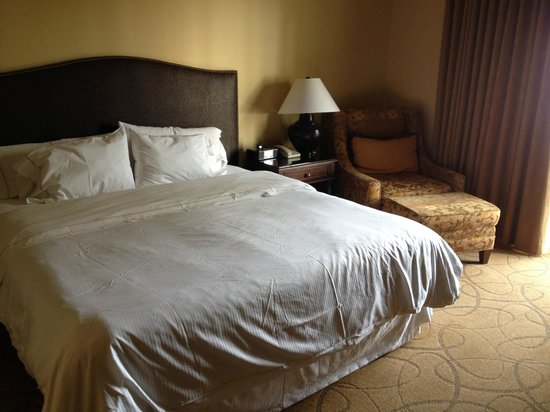 La Cantera Resort & Spa: Bed and Chair